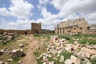 Dead cities from Hama april 2009 8703.jpg
