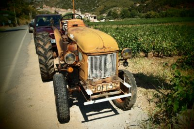 rusty tractor on my way...