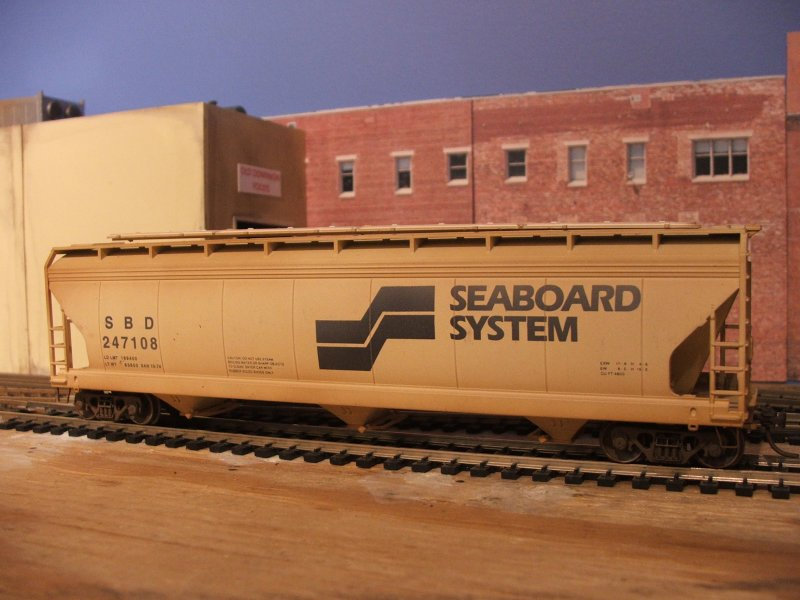 SBD covered hopper #247108 by Accurail