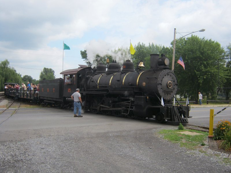 A returning train entering the wye.