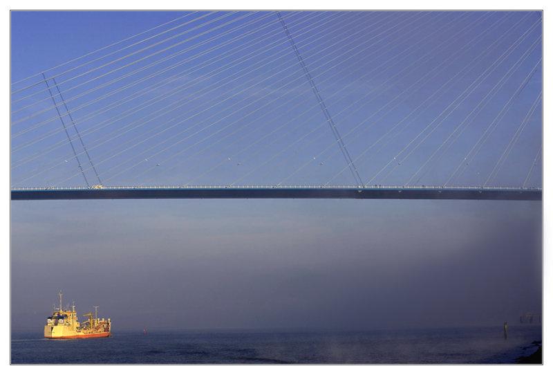 Pont-de-Normandie-H-bateau.jpg