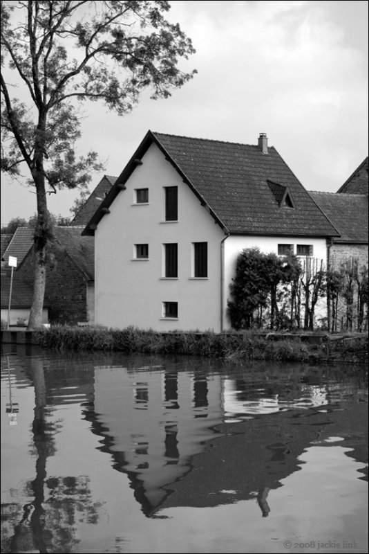 Canal House in BW.jpg