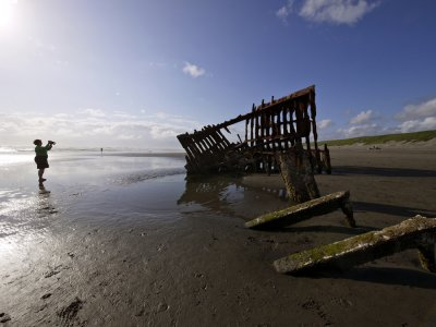 The wreck of the Peter Iredale (2), Fort Stevens State Park, Oregon, 2009