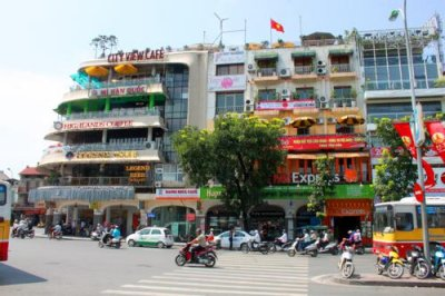 1934 Shops Hoam Kiem Lake.jpg