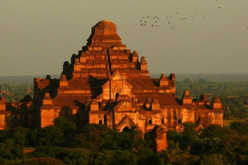 Big temple Bagan.jpg