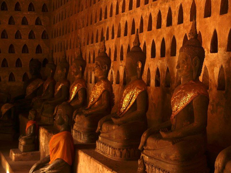 Row of Buddhas in Haw Pha Kaeo.jpg