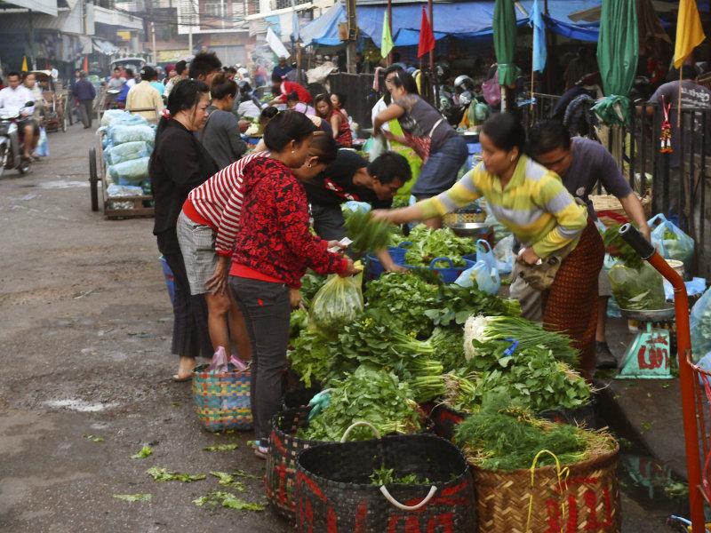 Morning market Vientiane.jpg