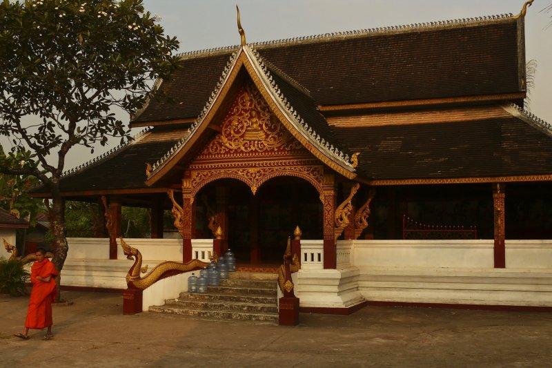 Monk at Wat Manorom.jpg