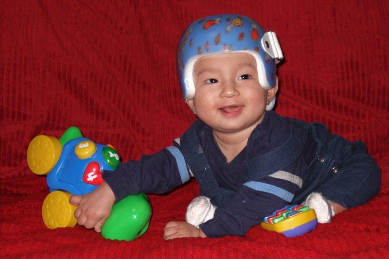 DSCF5462 He doesnt mind the helmet