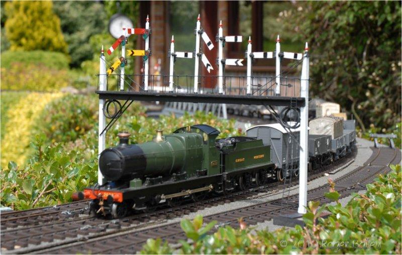 2362 Aberdare Class - speeds under the Gantry Signals.