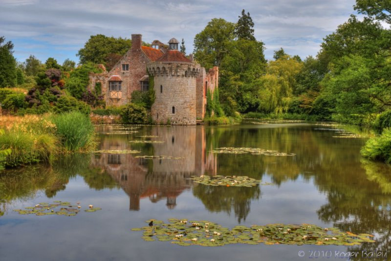 Scotney Castle and Lake.