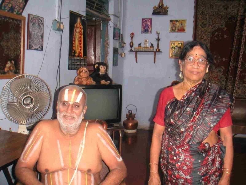 Oppiliappankoil SrI u ve VN Gopaladesikachar Swamin dampati.jpg