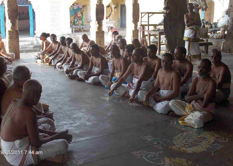 Thanserai Emberumaan Thaal Thozhuvaar Kaanmin.jpg