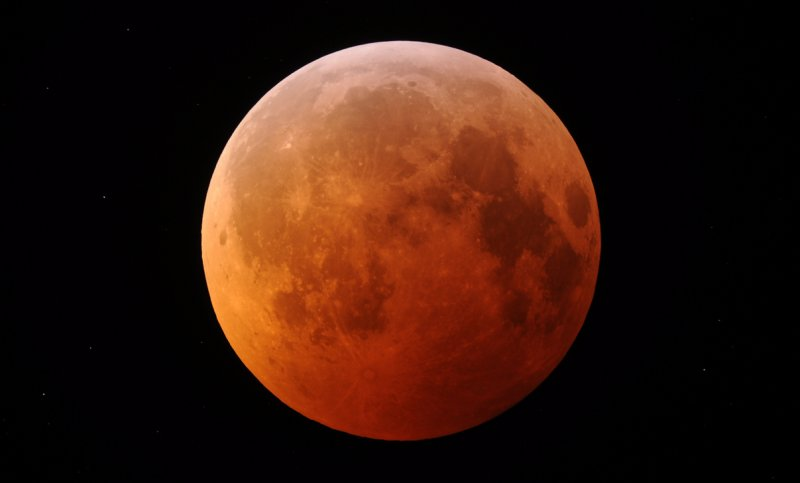 TOTALITY: Solstice Lunar Eclipse