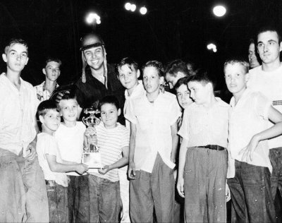 Bob Reuther with fans.