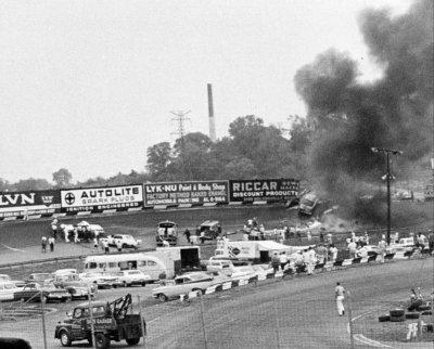 1963 400 Tiny Lund crash.