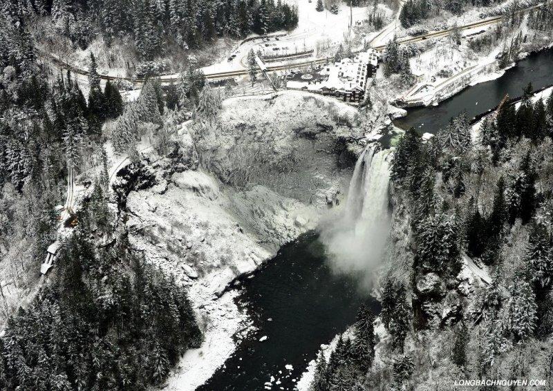 Snoqualmie Falls in snow