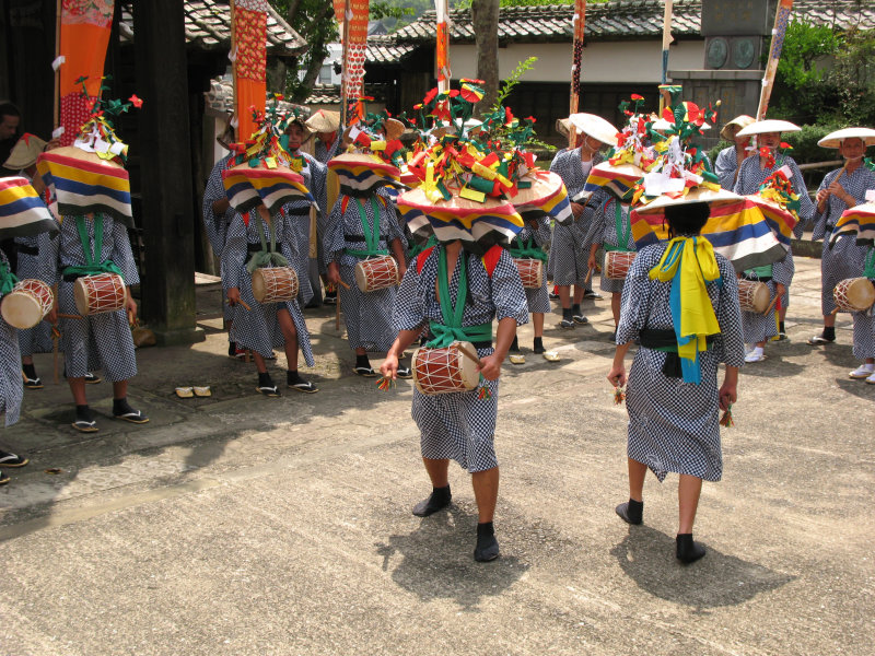 Dancers in the center of the group