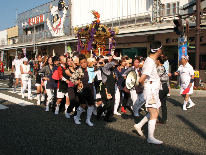 Carrying the palanquin forward