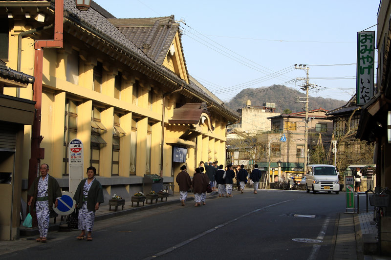 Visitors outside the Ichino-yu bathhouse