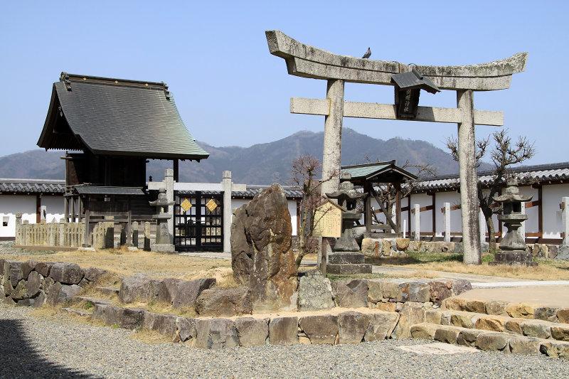 Small shrine at Fukuchiyama-jō