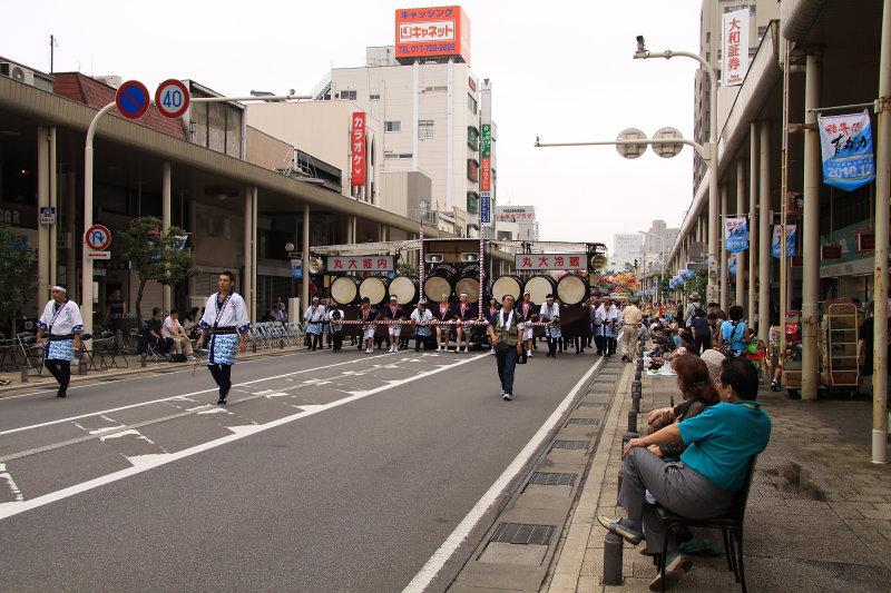 The parade attendants arrive