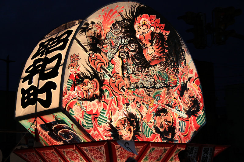 Float with scene of samurai at war