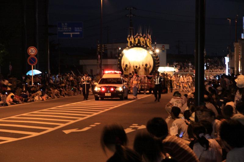 The night parade begins. . .