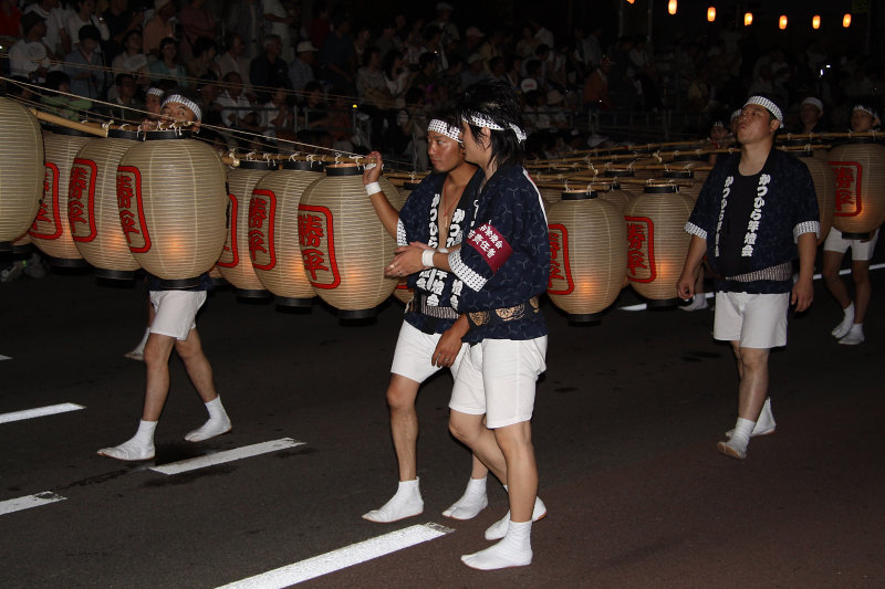 Local guys pulling along a kantō