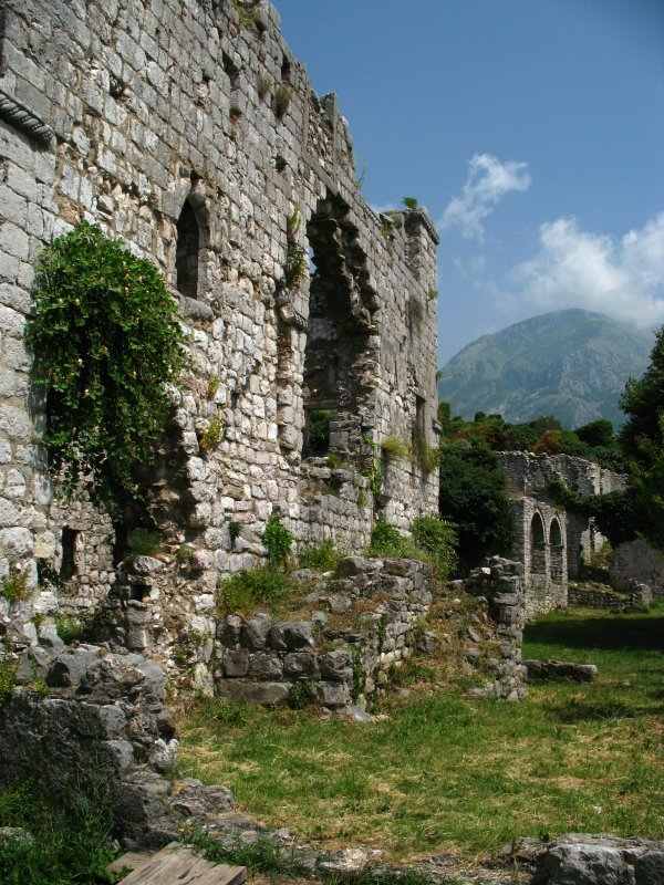 Ruined wall, Stari Bar