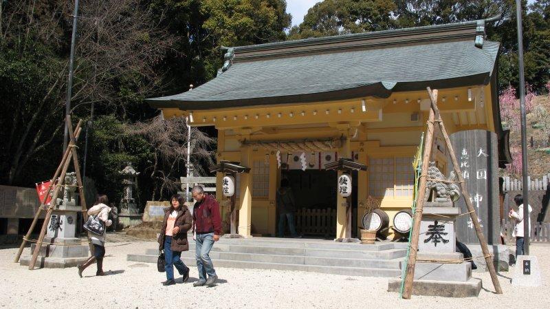 Auxiliary shrine hall