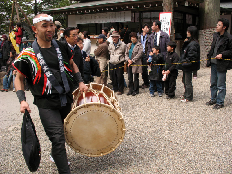 The taiko crew arrives