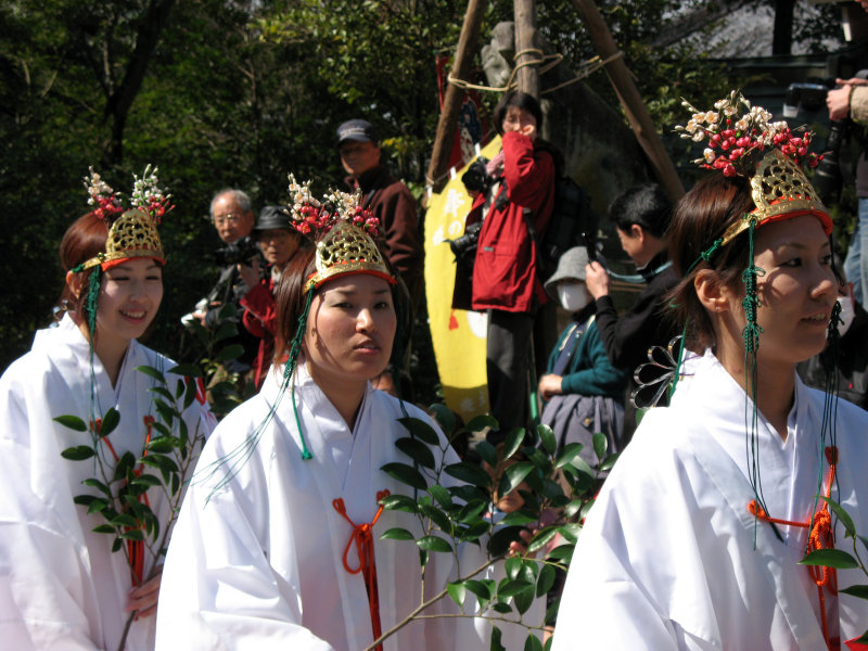 Shrine maidens in the procession