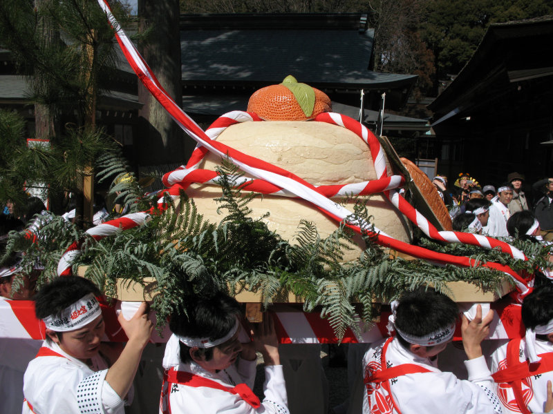 The giant mikoshi offering