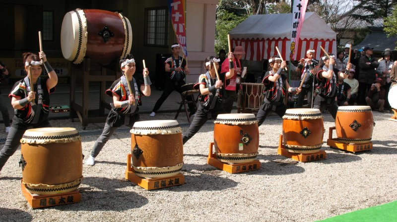 Female taiko corps