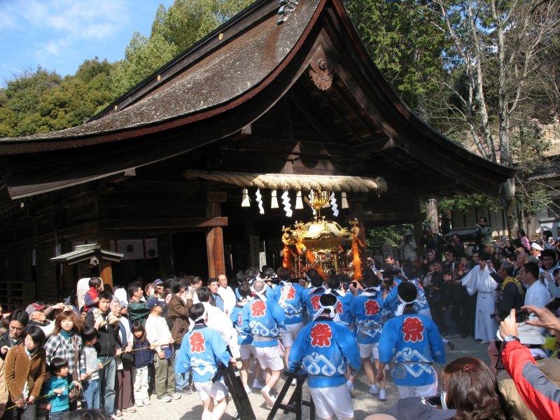 Racing a decorative mikoshi into the hall