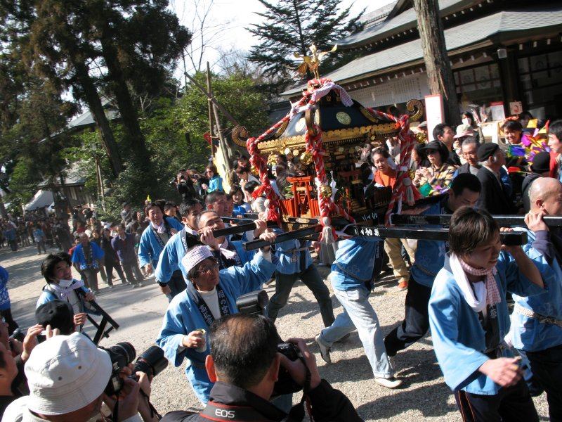 Rushing up with another mikoshi