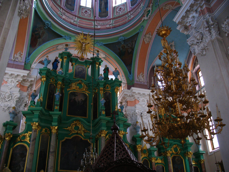 Altar and chandelier, Church of the Holy Spirit