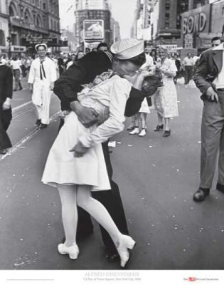 V-J Day Times Square 1945 a.k.a. The Kiss - Alfred Eisenstaedt, 1945