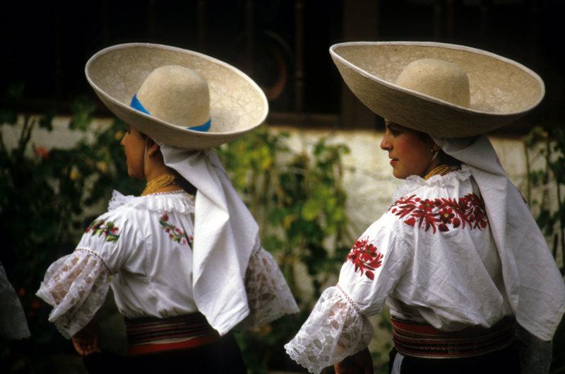 Ibarra. Folk-dancerrs at hacienda Los Monjes