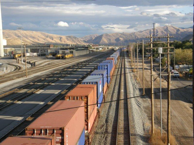freight trains PA050509.jpg