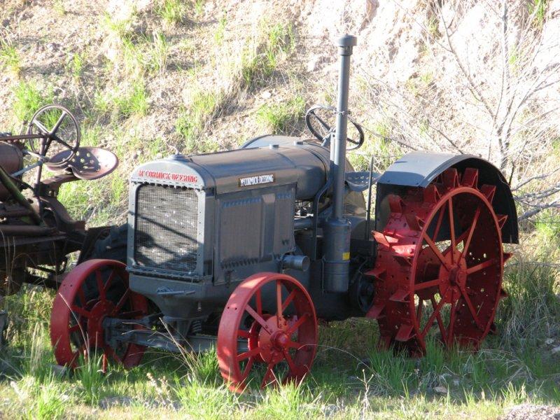 neighbors tractor IMG_1647.jpg