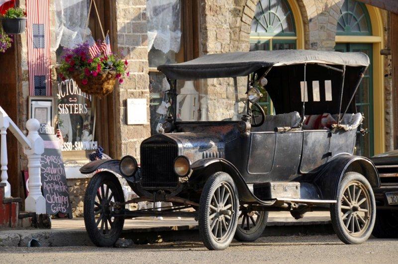 Classic Car in Virginia City Montana _DSC9299.JPG