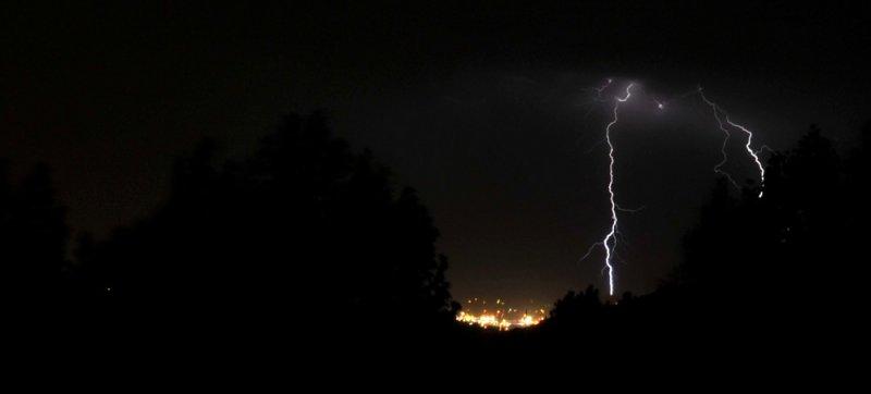 lightning over pocatello _DSC2680.jpg