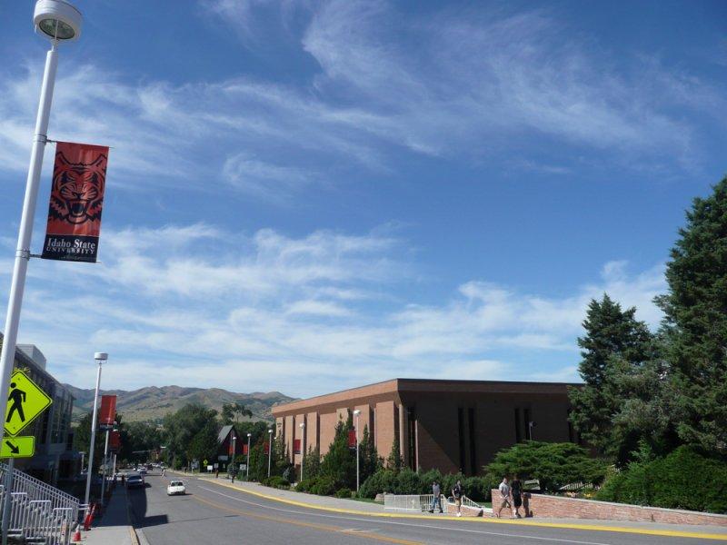 Pocatello Street Scene - MLK Blvd and ISU Eli Oboler Library P1040008.jpg