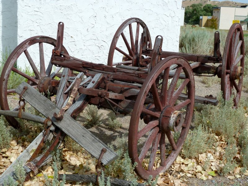 Wagon by Fort Hall Replica P1020202.jpg