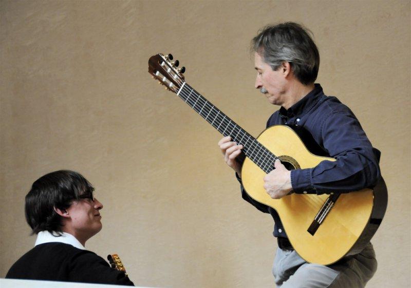 Bill O_Brien with a Guitar Student _DSC0511.jpg