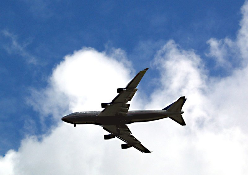United 747 over Hunters Hill .jpg