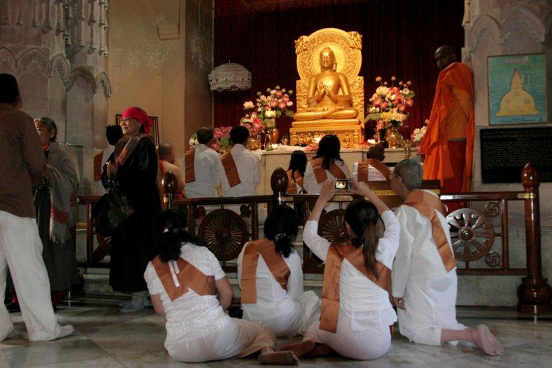 30 Prière au temple bouddhiste