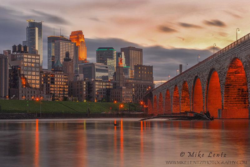 Stone arch bridge to Minneapolis